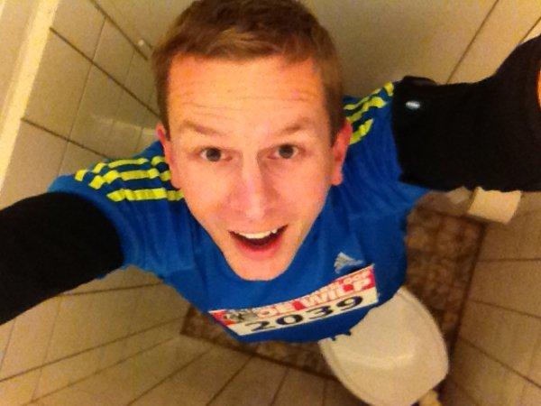Op de krapste wc van De Wilp.