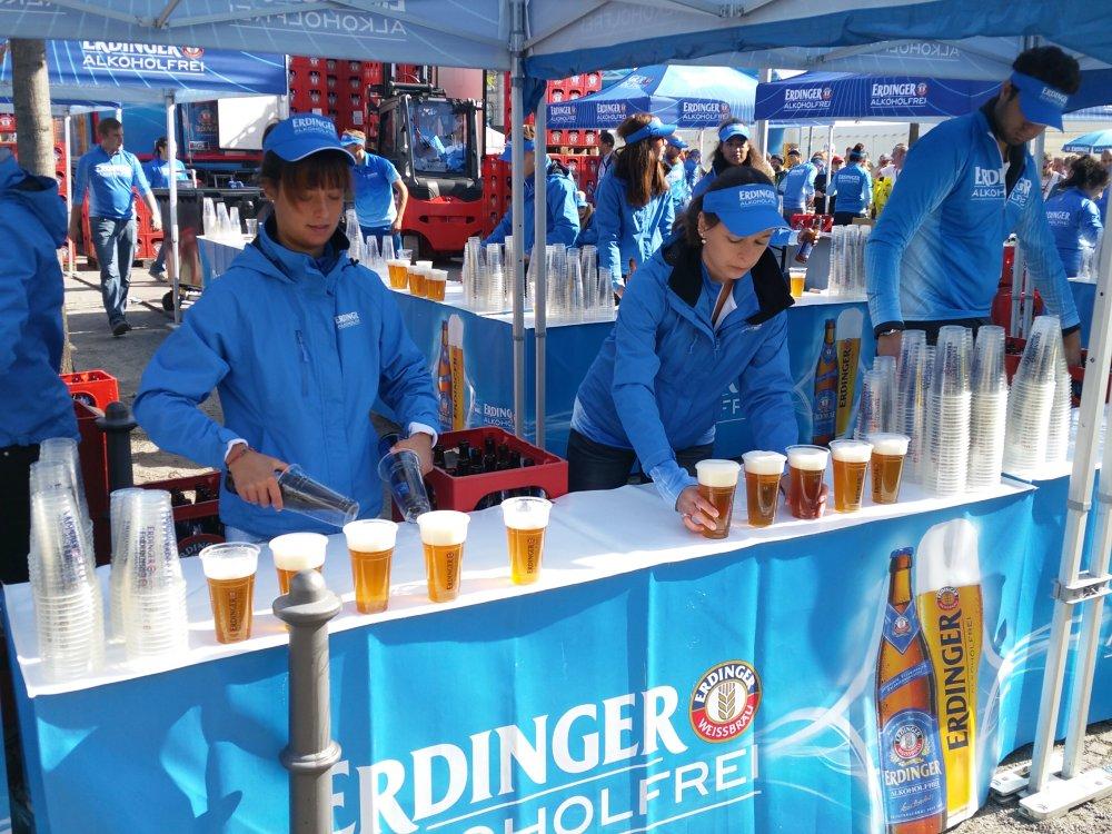 Erdinger trakteert de lopers op een welverdiend biertje.