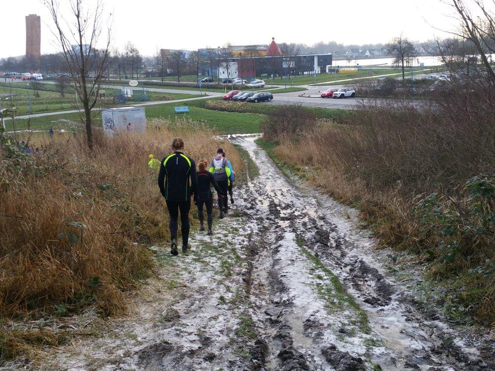 Via de bevroren oosthelling omlaag.
