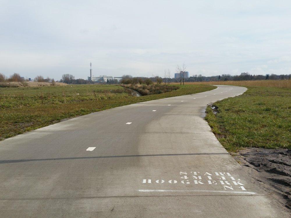 De start op het fietspad naar de Peizerweg.