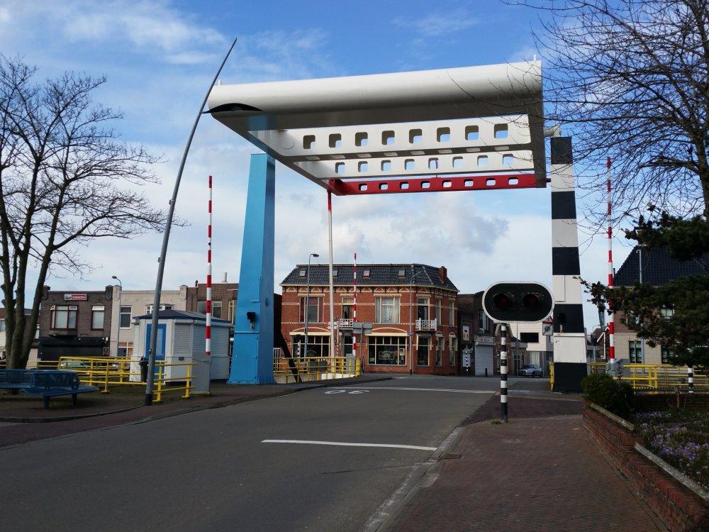 Over de brug in Hoogkerk.