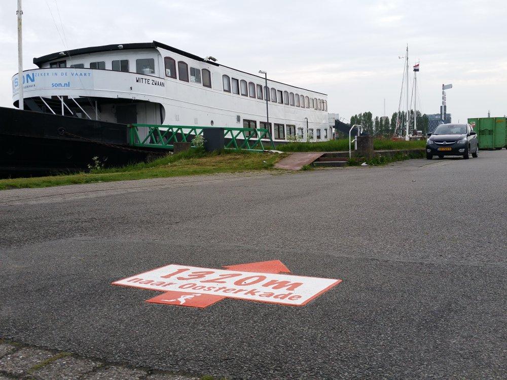 De nieuwe gemarkeerde hardlooproute langs het Eemskanaal.