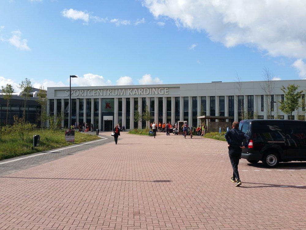 Aangekomen bij Sportcentrum Kardinge.