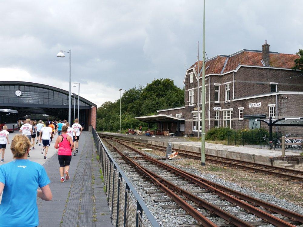 De voormalige Jonkerloods naast het station.