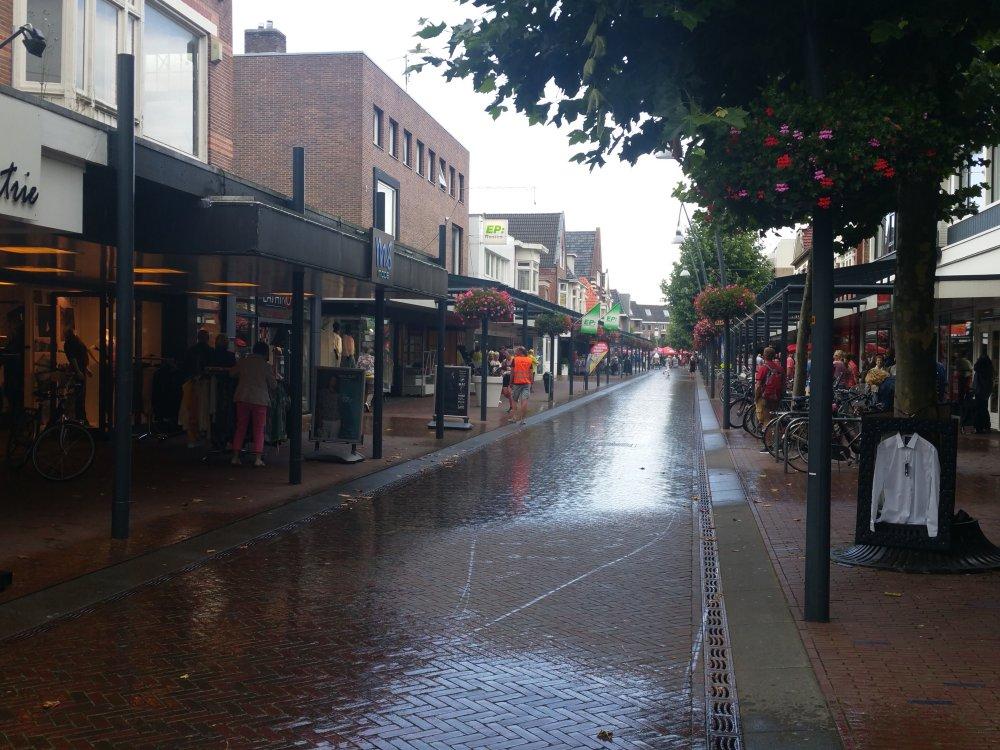 Terug in het regenachtige centrum.