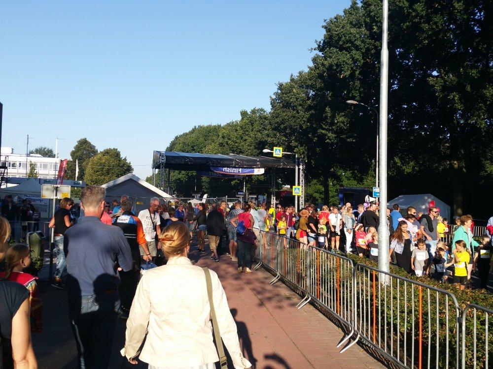 Aankomst in Winschoten. Het is al gezellig druk.